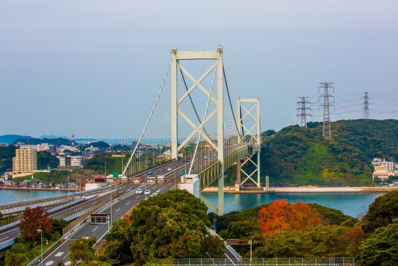 Kanmon-Straße und Kanmonkyo-Brücke: Kanmonkyo-Brücke schließt Honshu und Kyushu in Japan an stockfoto