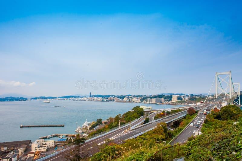 Kanmon-Straße und Kanmonkyo-Brücke: Kanmonkyo-Brücke schließt Honshu und Kyushu in Japan an stockfotos