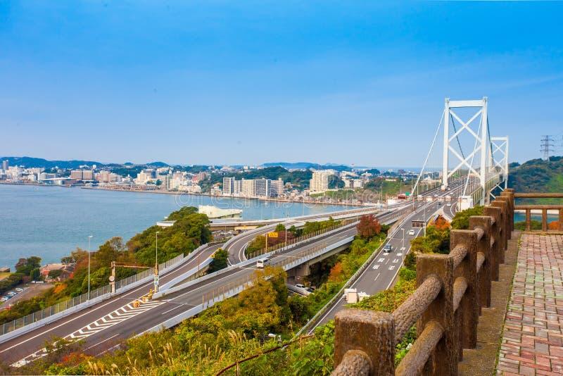 Kanmon-Straße und Kanmonkyo-Brücke: Kanmonkyo-Brücke schließt Honshu und Kyushu in Japan an stockbild