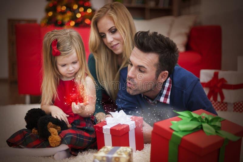 Kann eine Grußkarte zu den Freunde Weihnachtsfeiertagen schreiben lizenzfreie stockfotografie