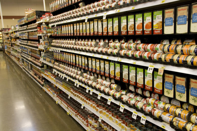 Kann Nahrung im Supermarkt lizenzfreie stockbilder