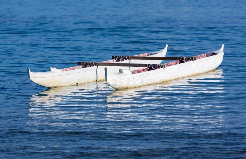 Kano die in overzees Waikiki Hawaï drijven royalty-vrije stock foto