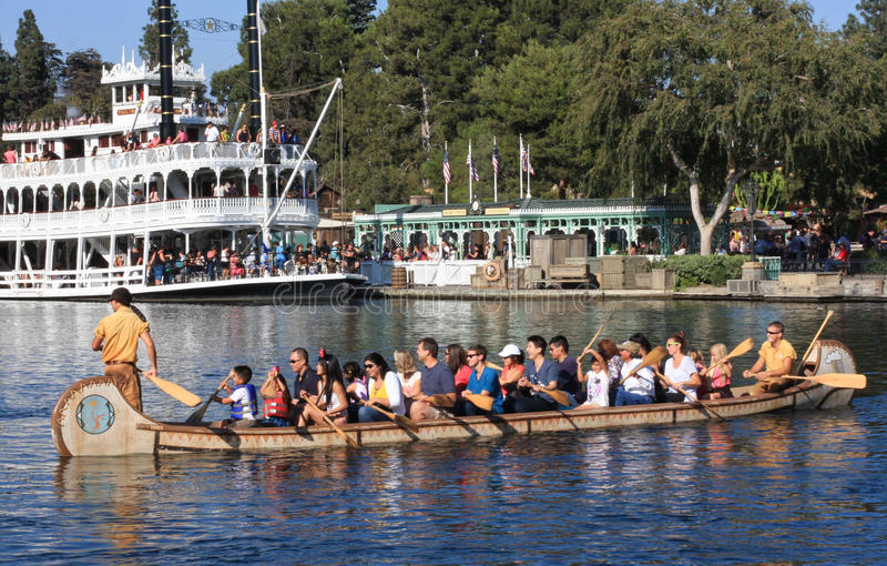 Kano en Riverboat in Disneyland royalty-vrije stock afbeelding