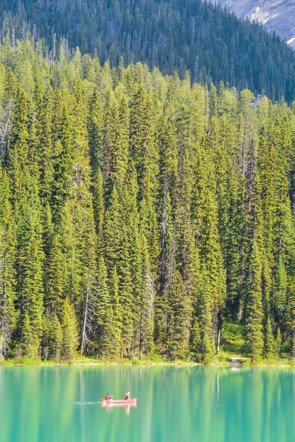 Kano op Emerald Lake Yoho Canada royalty-vrije stock foto's