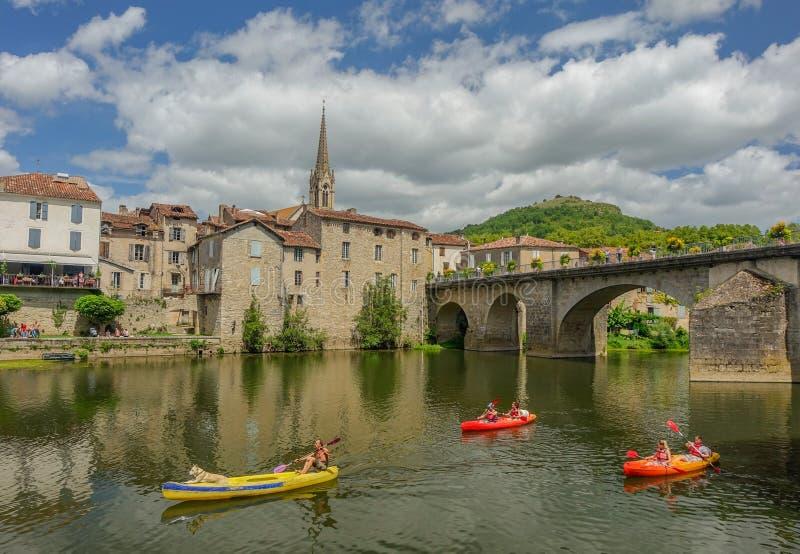 Kano's door de rivier die door Sant Antonin de Noble Va overgaat stock foto's