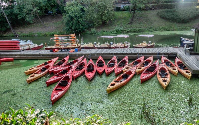 Kano's in Wroclaw bij de rivier Odra in Wroclaw in Polen stock afbeeldingen