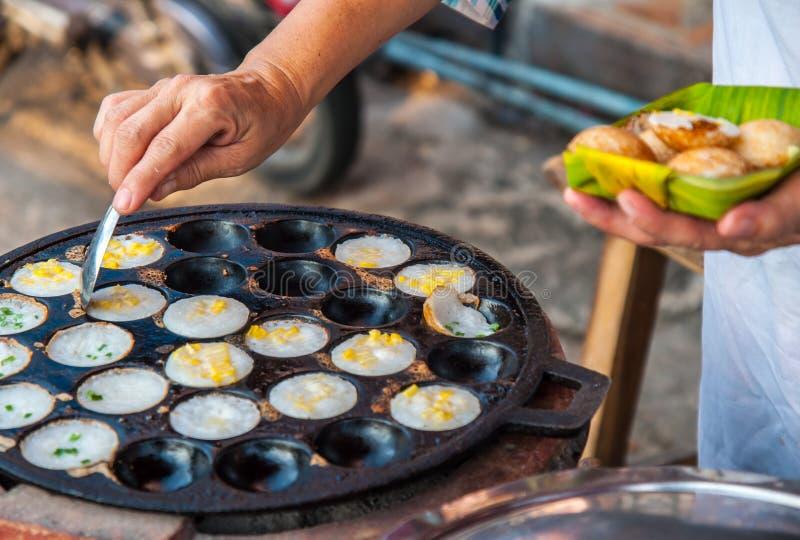 Kanom krok, sort av thailändsk sweetmeat royaltyfri foto