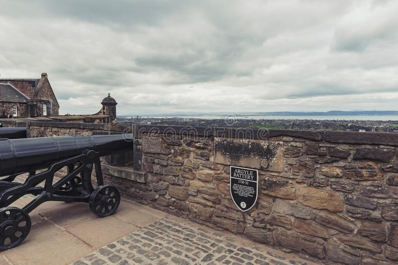 Kanon in Argyle Battery binnen het Kasteel van Edinburgh, populair toeristische attractie en oriëntatiepunt van Edinburgh, Schotl royalty-vrije stock fotografie