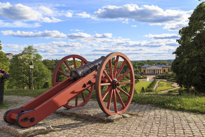 Kanon av den västra bastionen av den Uppsala slotten, Sverige royaltyfri foto