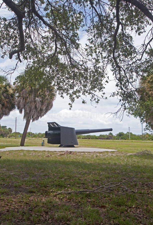 Kanon bij een oud fort royalty-vrije stock fotografie