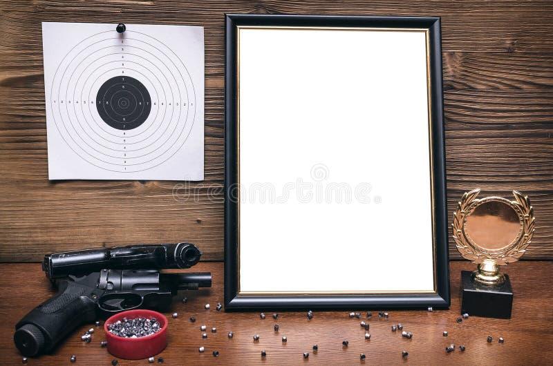 Kanon en document doel Het schieten van praktijk Het schieten van waaier royalty-vrije stock afbeelding