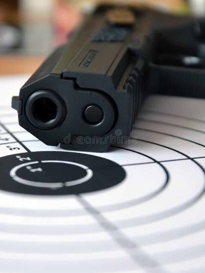 Kanon en doel stock foto