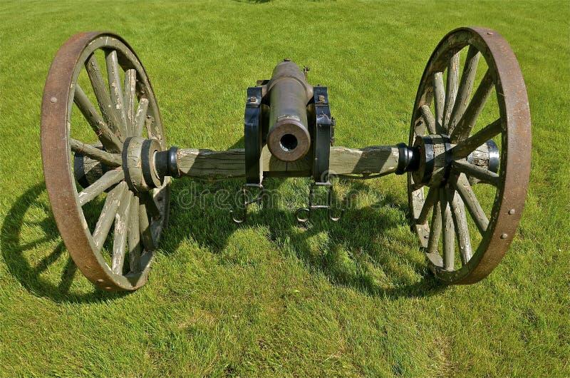 Kanon klaar voor vuren stock afbeelding