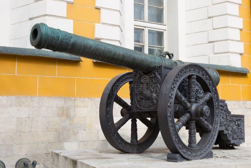 Download Kanon In Moskou Het Kremlin Stock Afbeelding - Afbeelding bestaande uit middeleeuws, slag: 39101063
