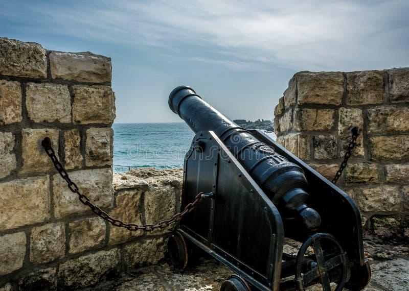 Kanon op een het bewaken toren royalty-vrije stock fotografie