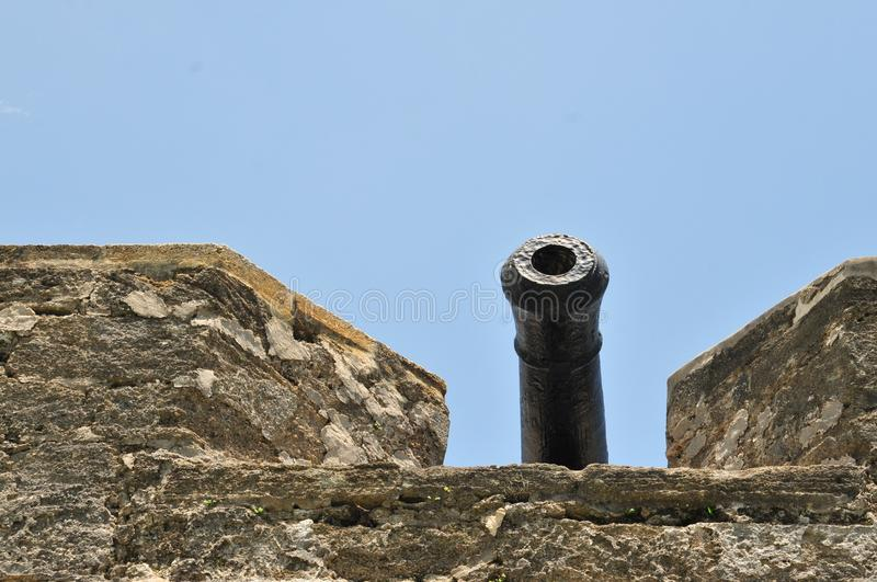 Kanon over de Muur stock foto