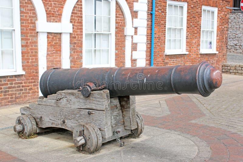 Kanon utanför det eget huset, Exeter, Devon arkivfoton