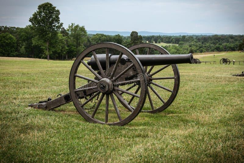 Kanone auf einem Bürgerkrieg-Schlachtfeld stockfotografie
