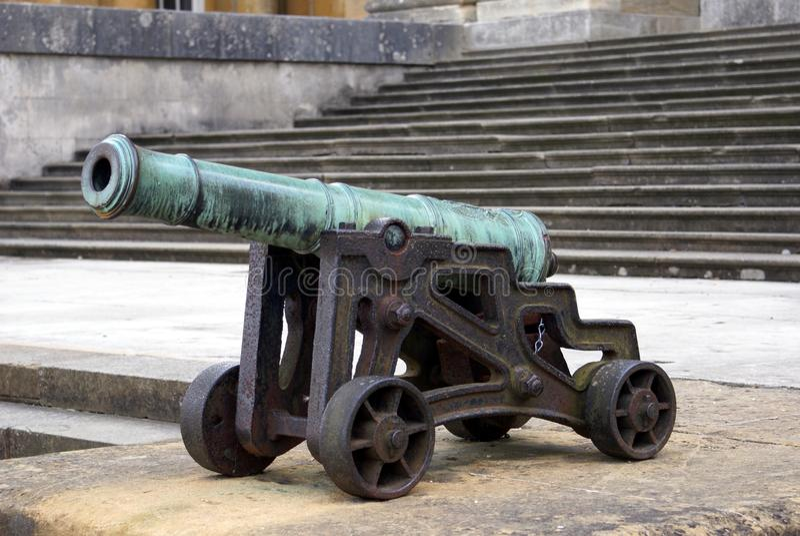 Kanone in Blenheim-Palast, England lizenzfreies stockfoto