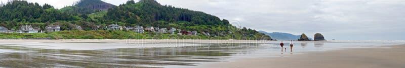 Kanone-Strand-Oregon-Panorama lizenzfreies stockfoto
