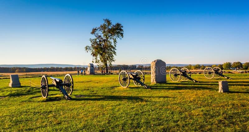 Kanoner och monument i Gettysburg, Pennsylvania fotografering för bildbyråer