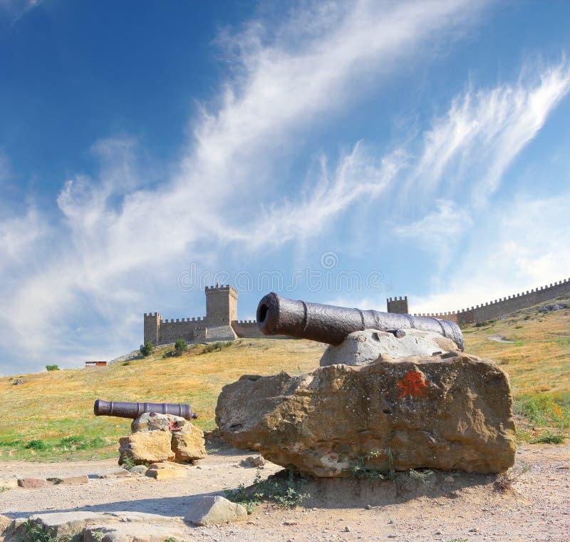Kanoner på den Genovese fästningen arkivbild
