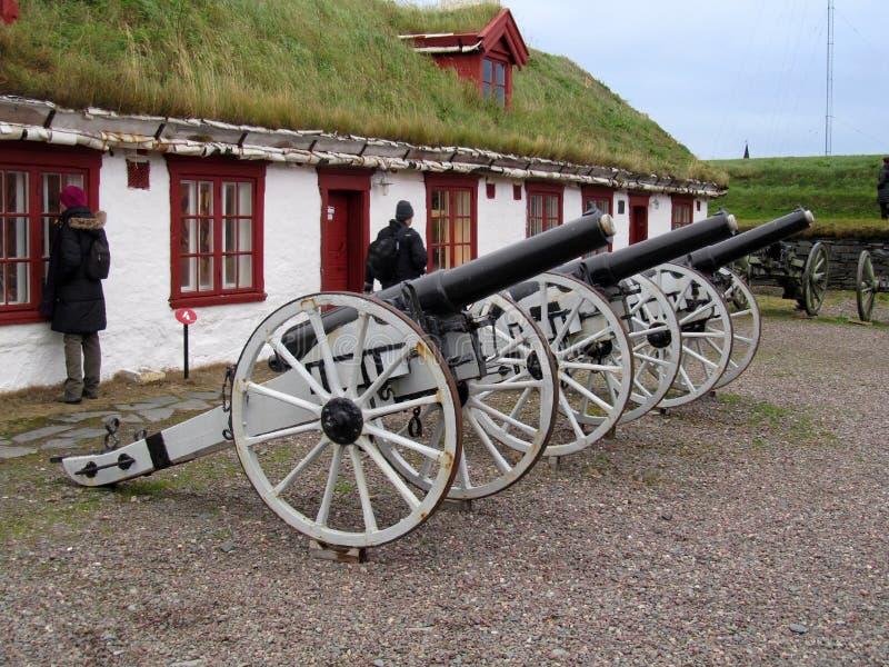 Kanoner på den Vardøhus fästningen, Norge arkivbilder