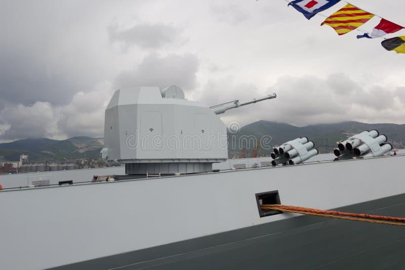 Kanonnen aan boord van het Chinese fregat royalty-vrije stock foto