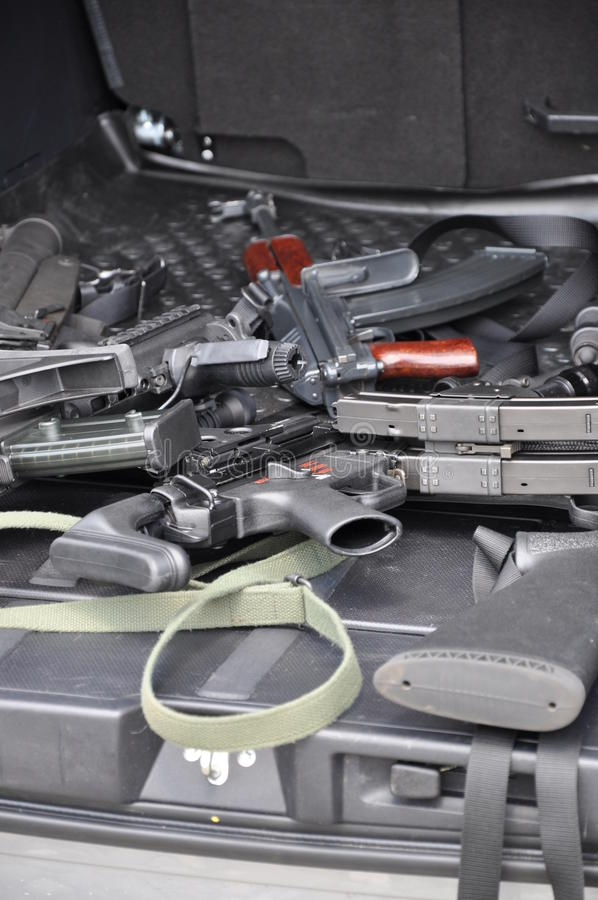 Kanonnen in de auto stock foto's