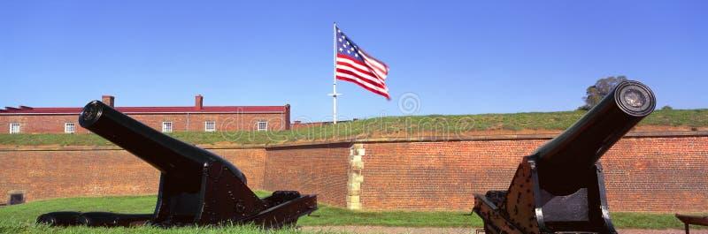 Kanonnen en muur bij het Nationale Monument van McHenry van het Fort stock foto