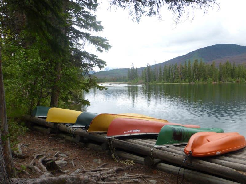 Kanoter på vattnet i Kanada royaltyfri fotografi