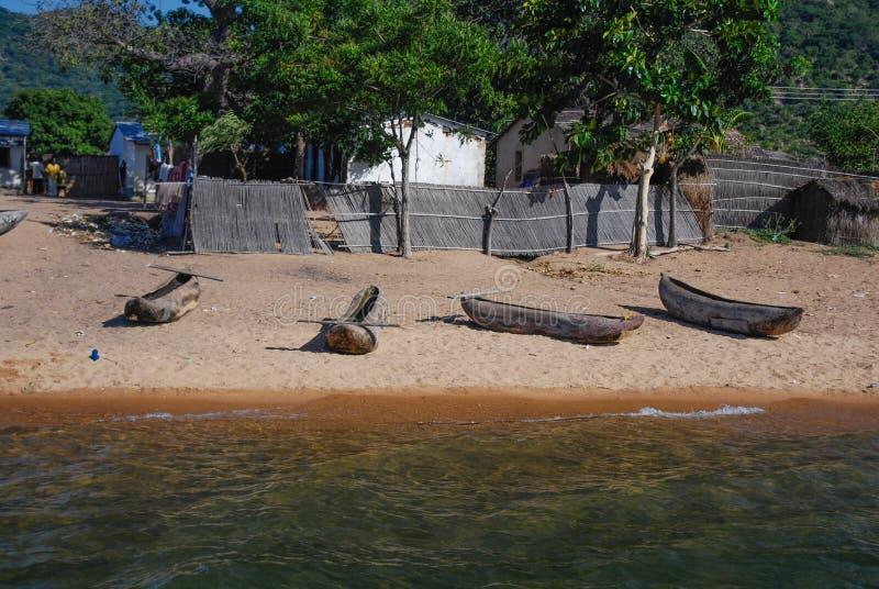 Kanoter p? sj?n Malawi royaltyfri fotografi