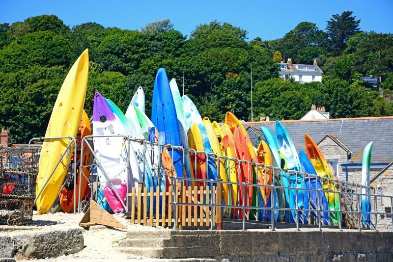 Kanoter som staplas på harboursiden, Lyme Regis royaltyfria foton