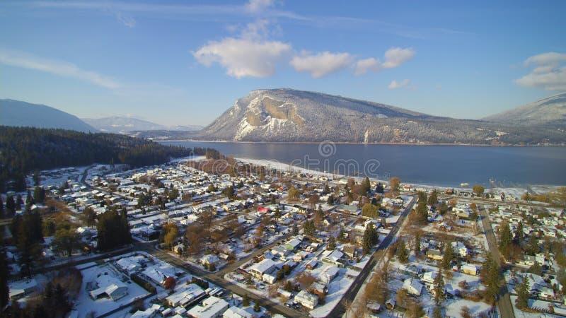 Kanotstrand och Mt Bastian - tidigt snöfall 2017 arkivfoto