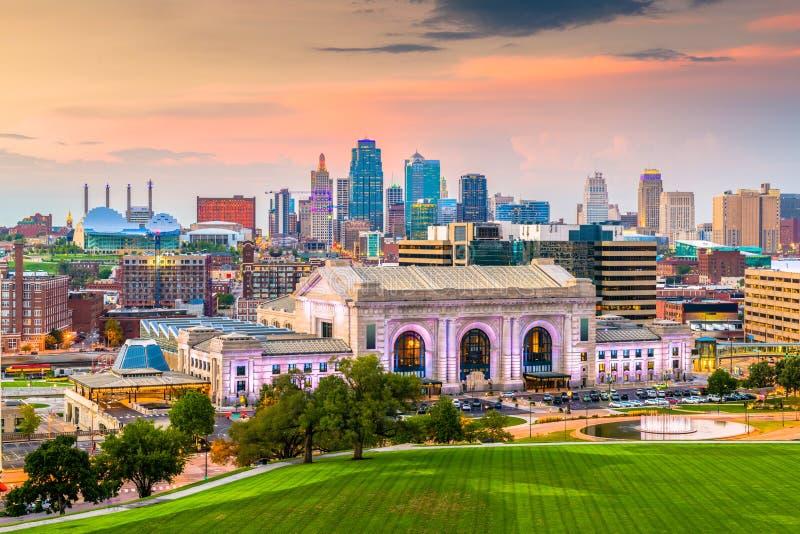 Kansas City, Миссури, горизонт США стоковые фотографии rf