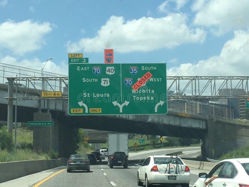 Kansas City autostrada z drogami zamykać zdjęcie stock