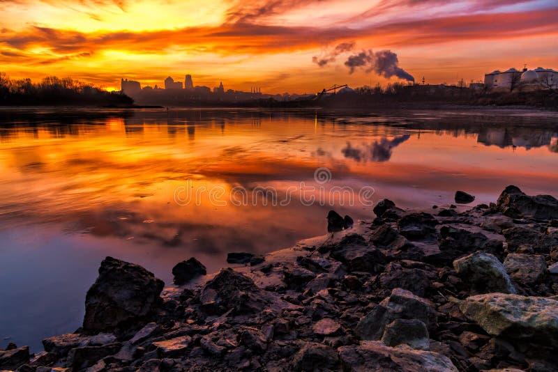 Kansas City en la salida del sol imagen de archivo