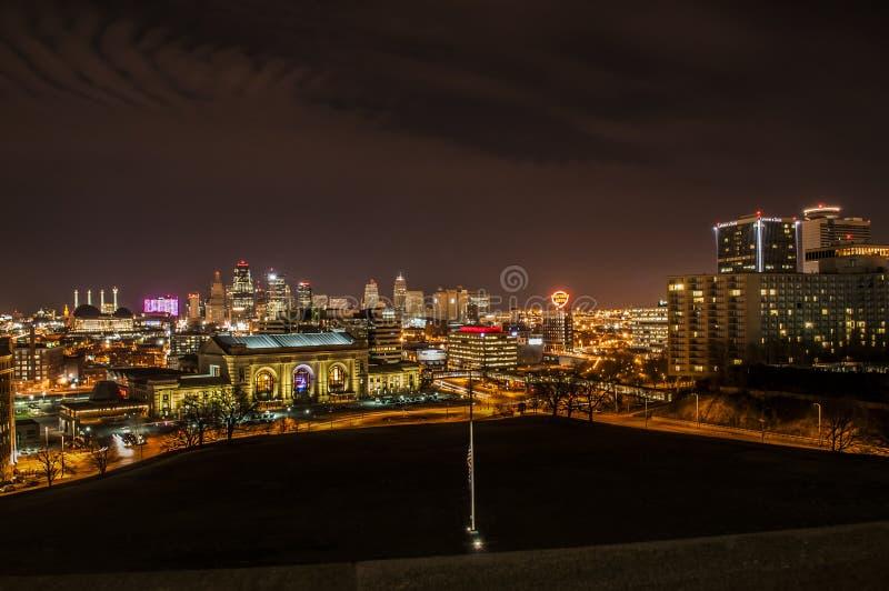 Kansas City na noite foto de stock royalty free