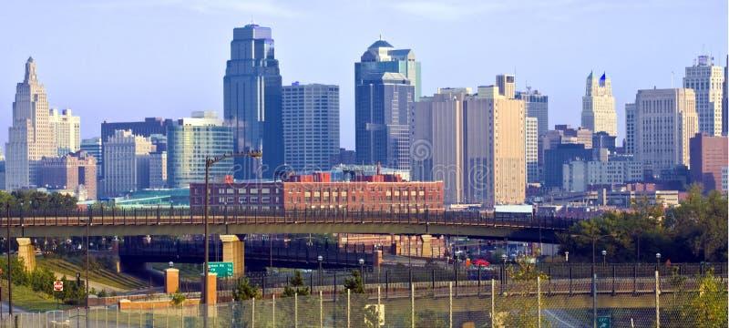 Kansas- CitySkyline an der Dämmerung stockfoto