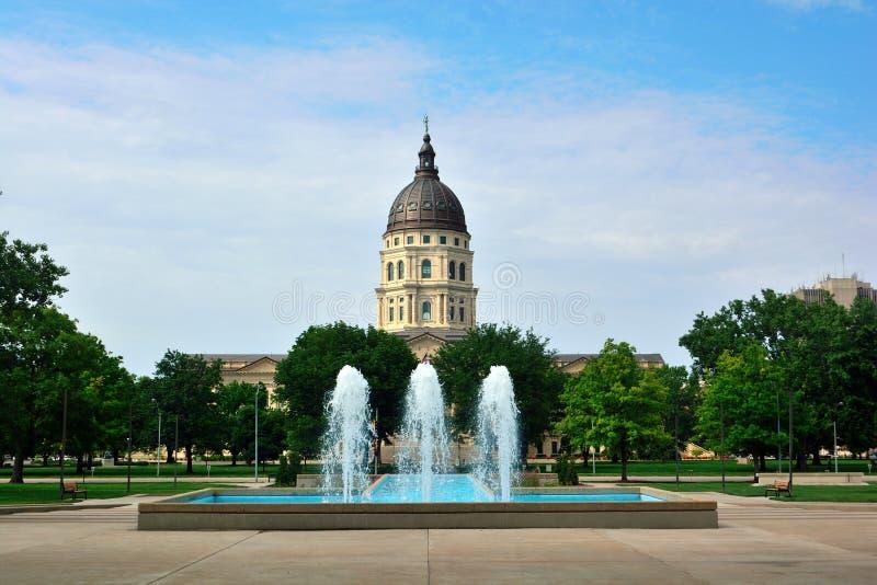 Kansas stanu Capitol budynek z fontannami na słonecznym dniu obraz royalty free