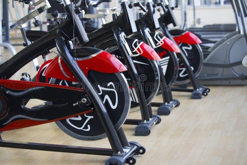 Kant, Кыргызстан 1-ое марта 2019: Строка детали велосипедов учебного упражнени уклад жизни принципиальной схемы здоровый стоковые изображения rf
