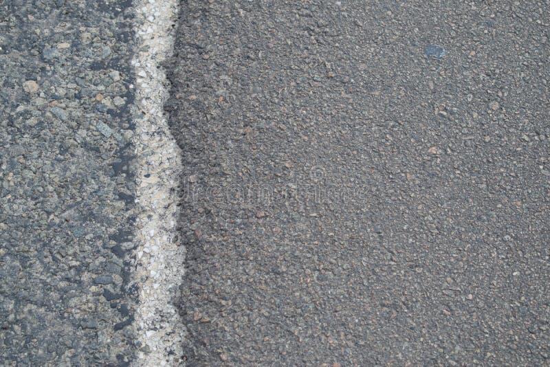 Kant av den gråa asfaltvägen royaltyfri bild