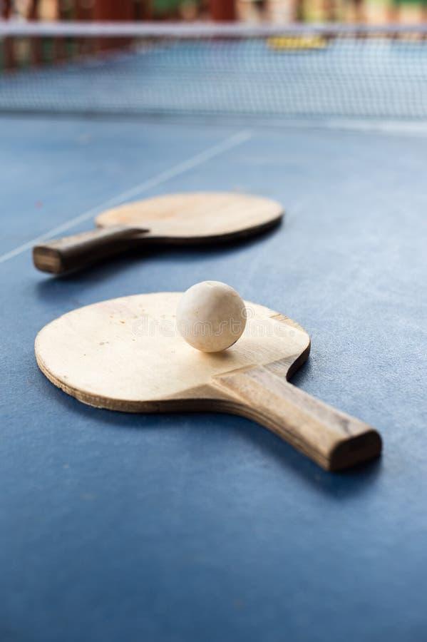 Kant stołowy tenis z białą piłką zdjęcia royalty free