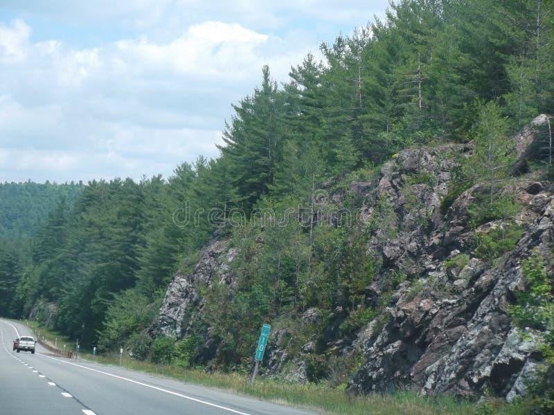 kant van de weg stock afbeeldingen