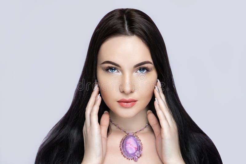 Kanter för färg för kvinnaleendepersika royaltyfri bild