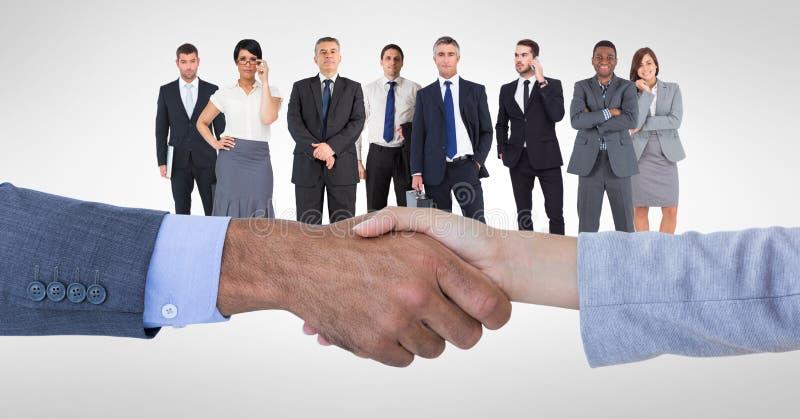 Kantjusterad bild av affärsfolk som gör handskakningen med anställda i bakgrund stock illustrationer