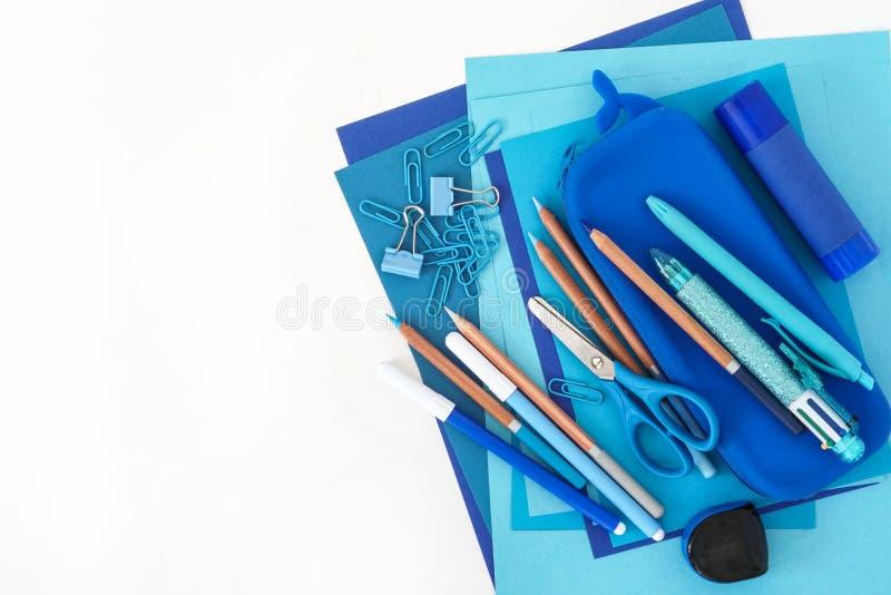 Kantoorbehoeftenstapel Terug naar School Document van de de potloden veelkleurige pen van de bladenblocnote van het de slijperpot stock foto