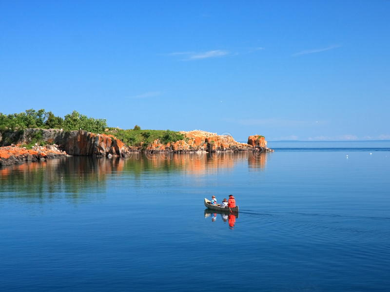 Kanu auf Lake Superior lizenzfreie stockfotos