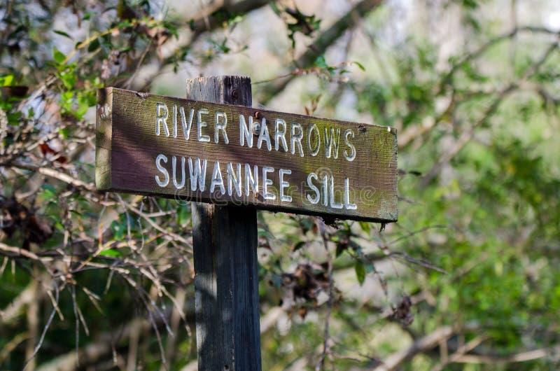 Kanu-Wegweiser, Fluss verengt Suwannee-Schwelle, Okefenokee-Sumpf-Staatsangehörig-Schutzgebiet lizenzfreie stockfotografie
