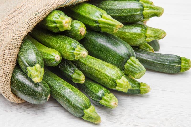 Kanwy workowy pełny zucchini fotografia stock